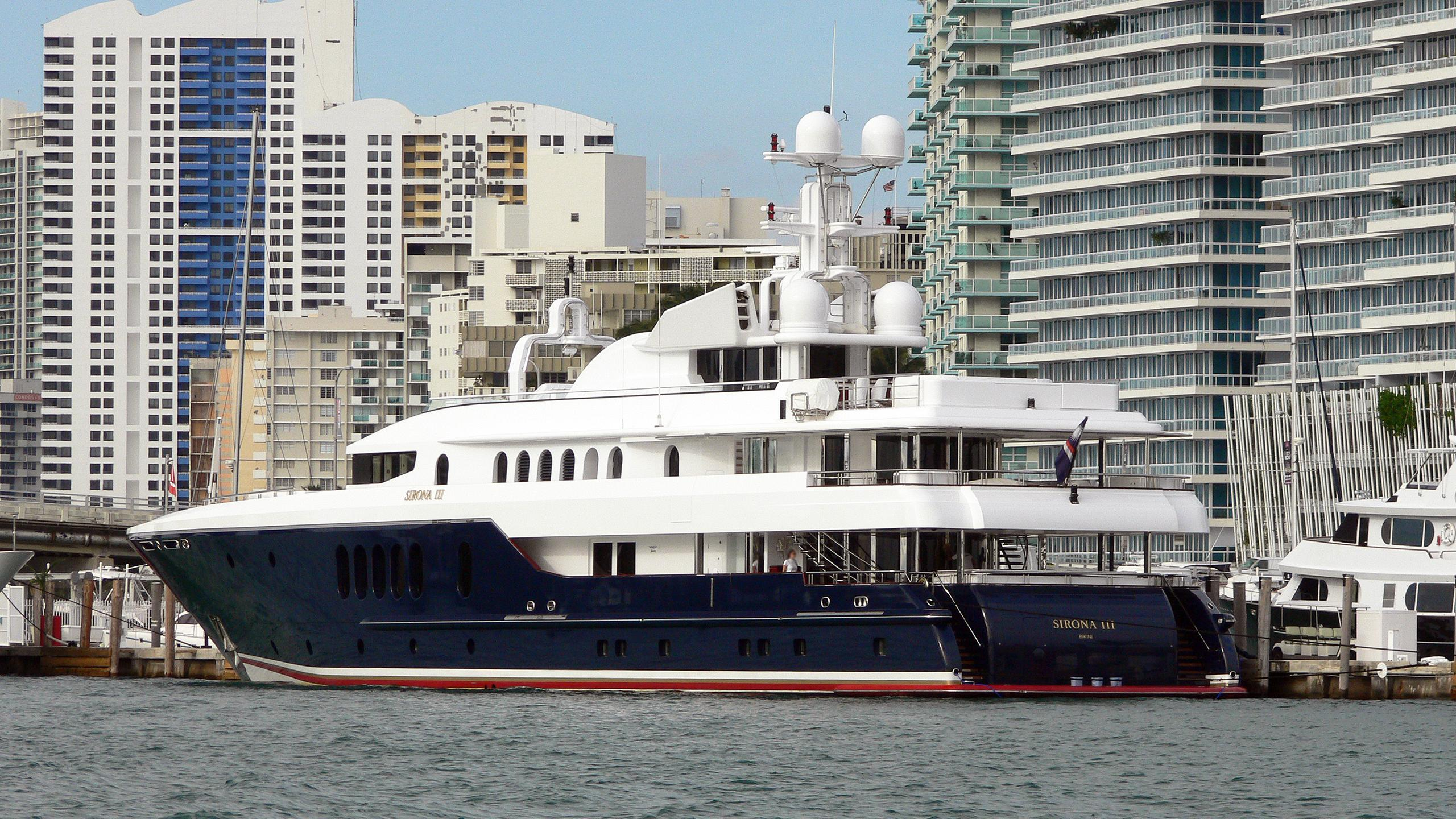 sirona-iii-motor-yacht-oceanfast-2004-56m-half-profile-stern