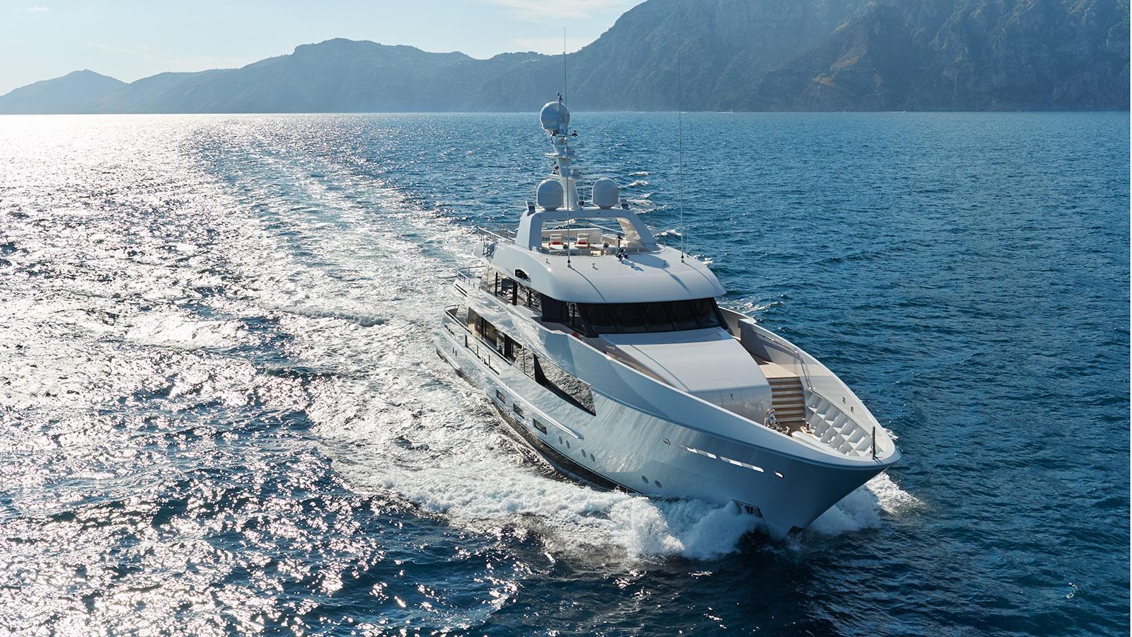 moon-sand-motor-yacht-feadship-2015-44m-cruising-bow