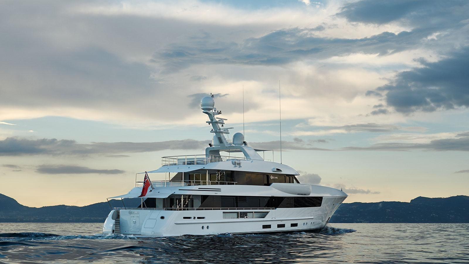 moon-sand-motor-yacht-feadship-2015-44m-profile-berth