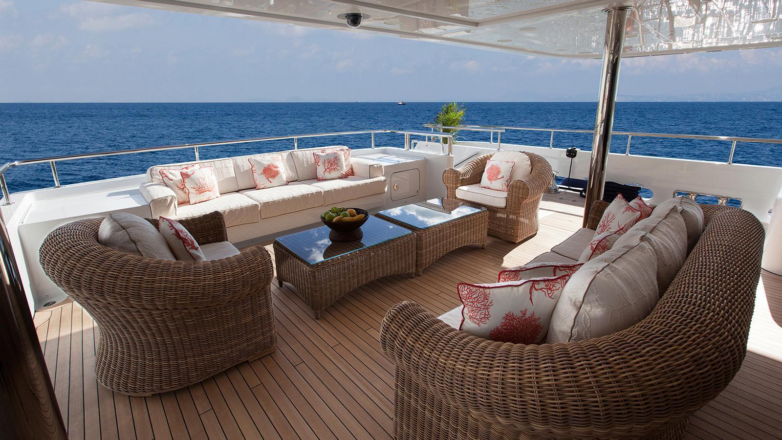 gazzella-motor-yacht-codecasa-2015-50m-aft-deck