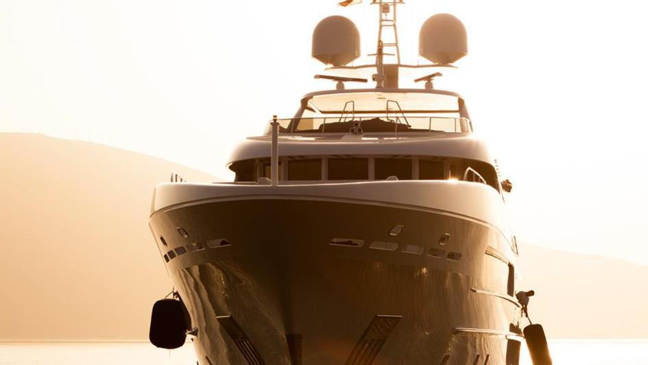 elena-motor-yacht-heesen-2014-47m-bow
