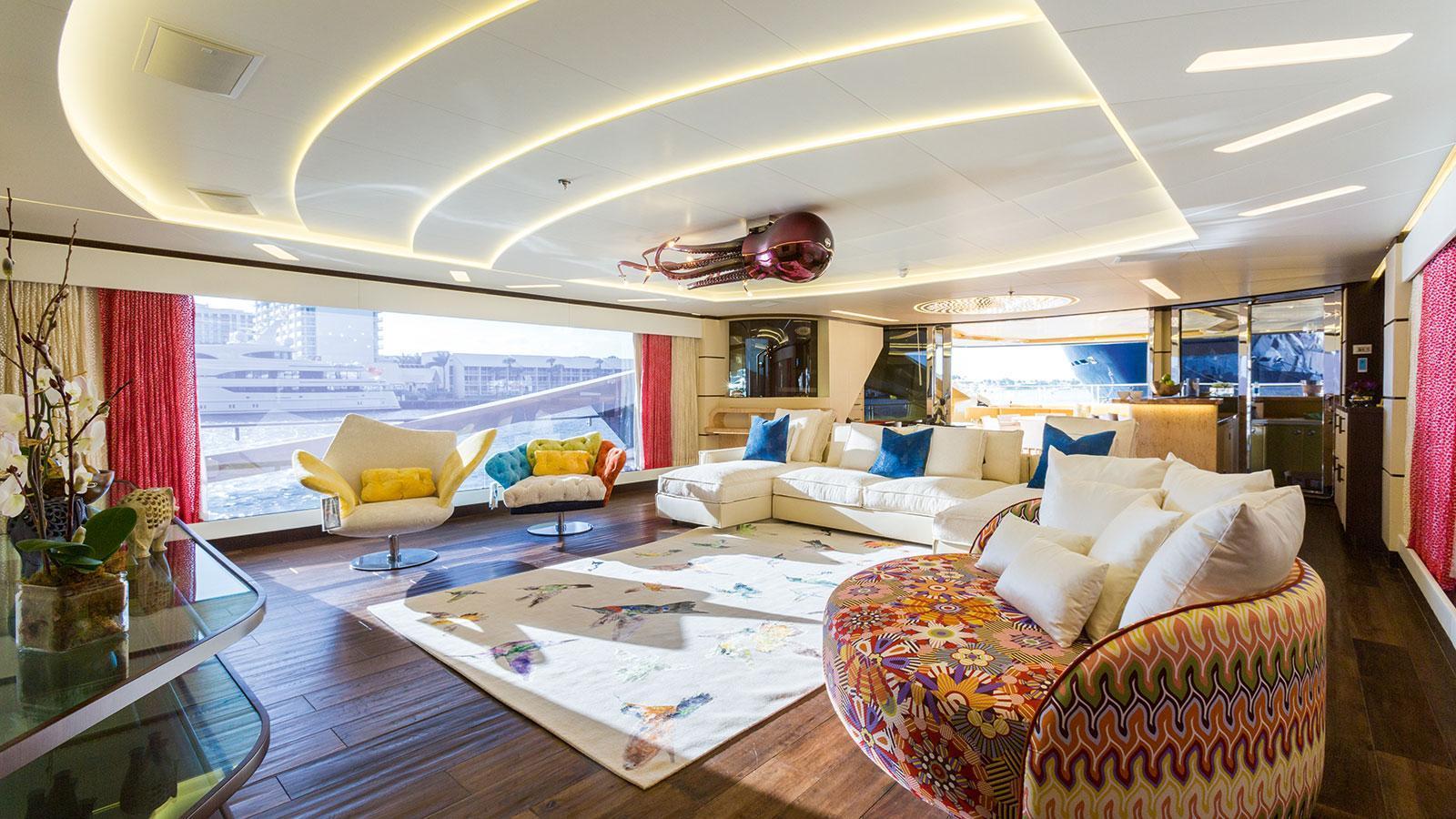 khaliha-motor-yacht-palmer-johnson-super-sport-48-2014-49m-saloon