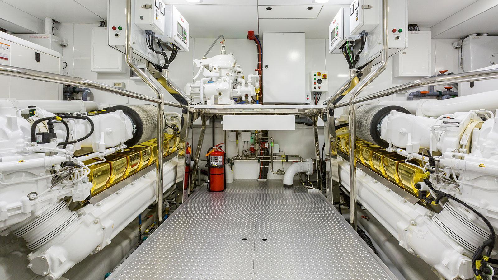 khaliha-motor-yacht-palmer-johnson-super-sport-48-2014-49m-engine-blocks