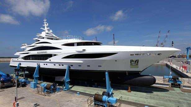illusion-v-motor-yacht-benetti-2014-58m-profile-dock