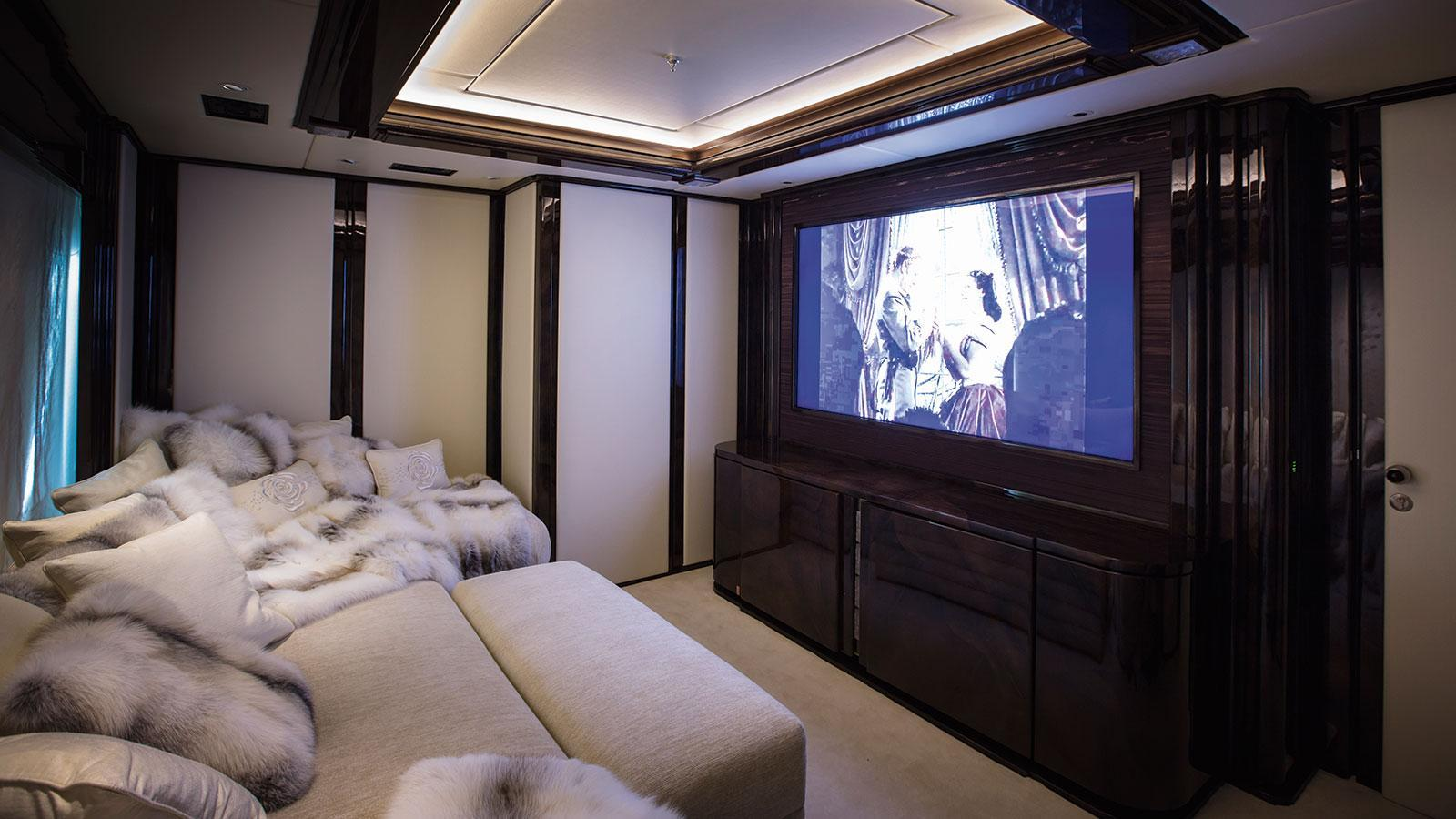 illusion-v-motor-yacht-benetti-2014-58m-cinema