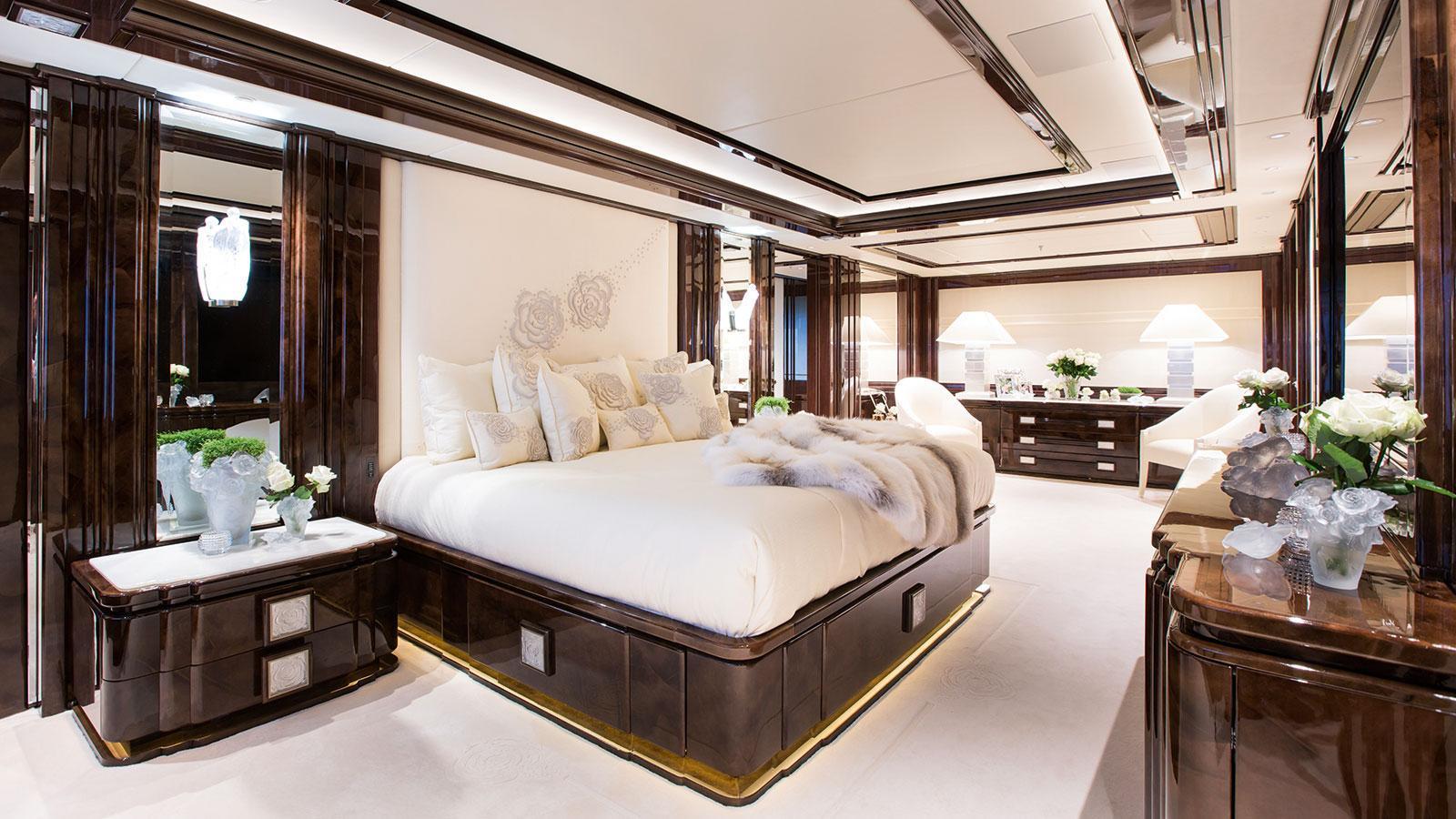 illusion-v-motor-yacht-benetti-2014-58m-master-cabin