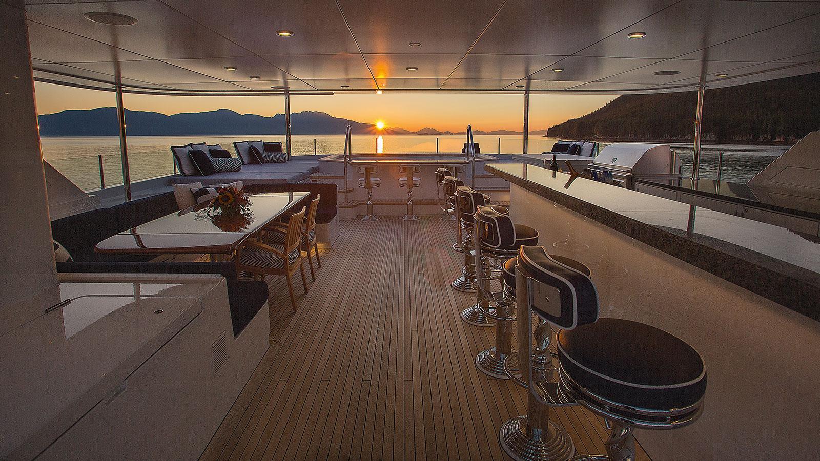 d-natalin-iv-expedition-yacht-christensen-2014-49m-bar