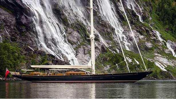 wisp-sailing-yacht-royal-huisman-2014-48m-moored-profile