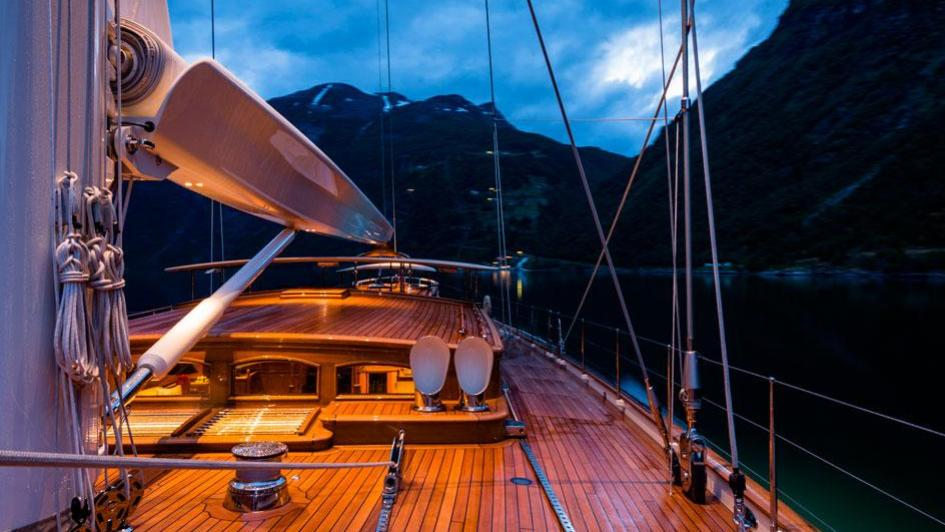 wisp-sailing-yacht-royal-huisman-2014-48m-decking