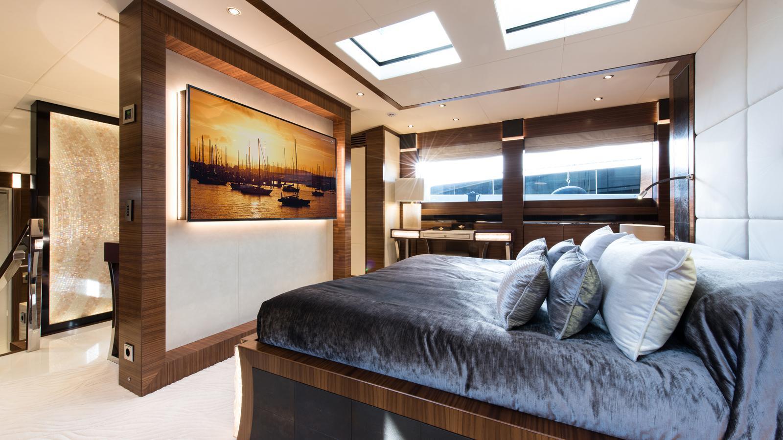 silver-wind-motor-yacht-isa-140-2014-44m-bedroom