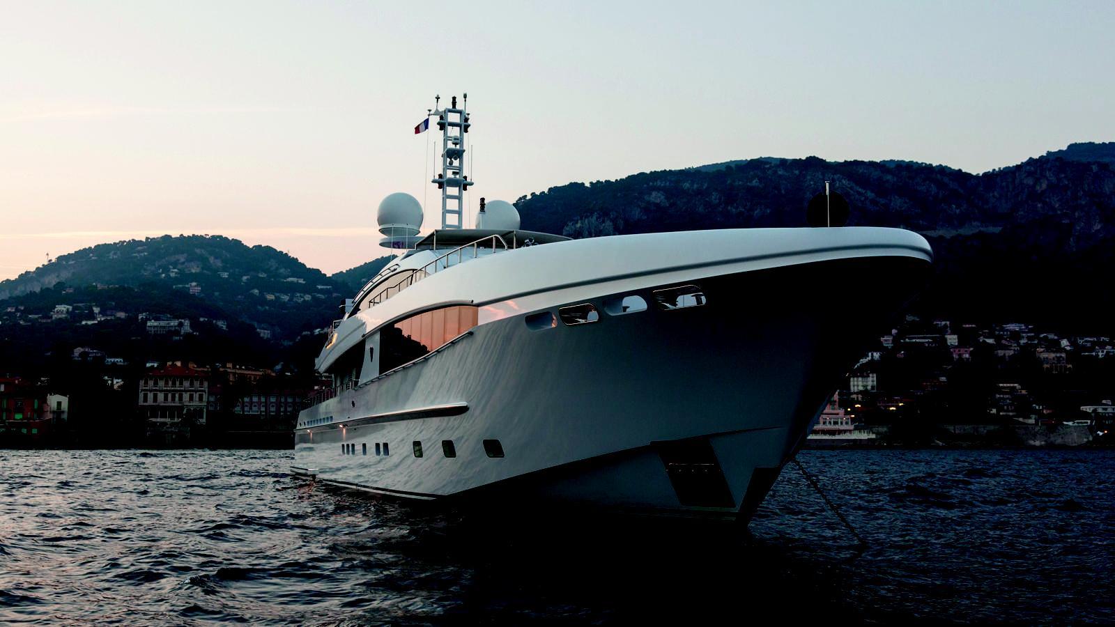 taurica-motor-yacht-heesen-2014-40m-bow