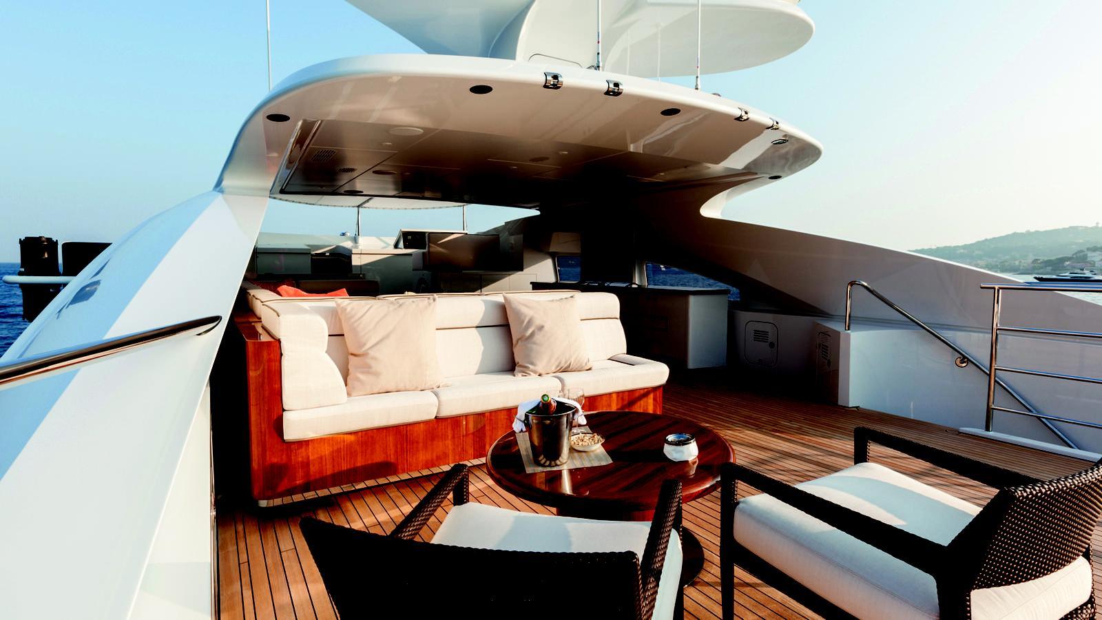 taurica-motor-yacht-heesen-2014-40m-fly-bridge