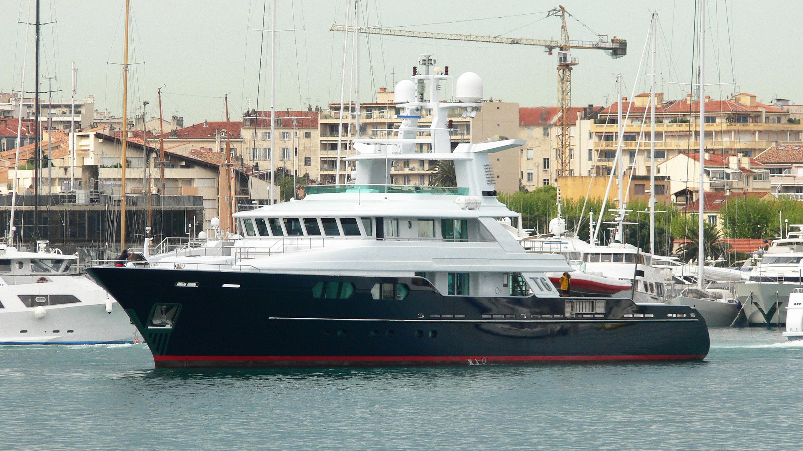 t6-explorer-yacht-flyghtship-2006-49m-half-profile