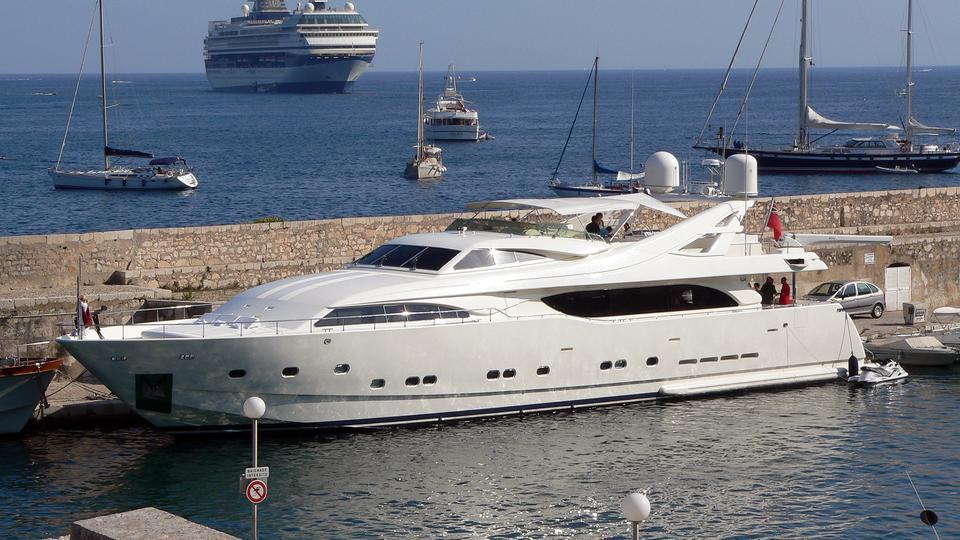 two-kay-motor-yacht-ferretti-cutsom-ine-112-2001-34m-moored