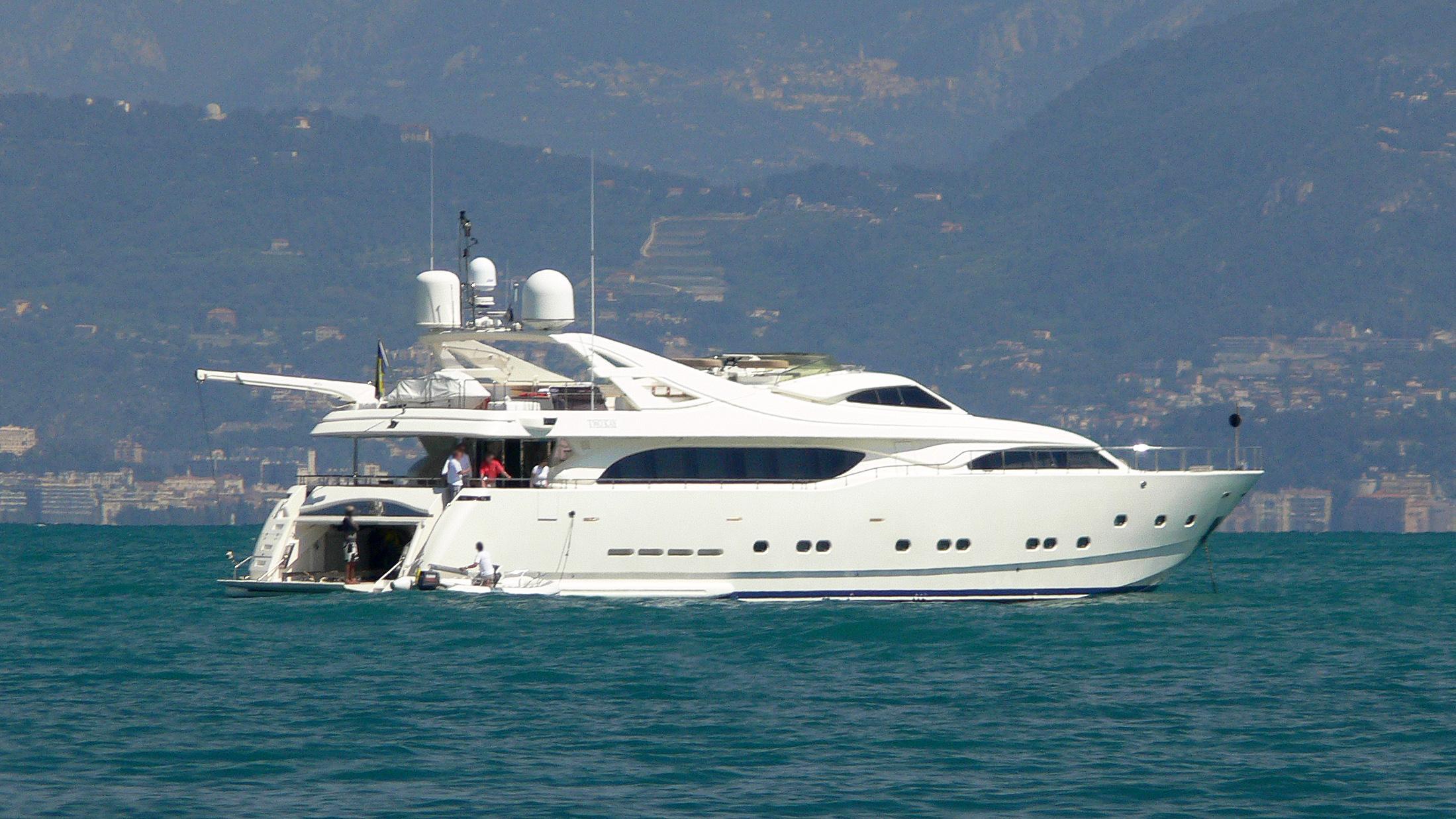 two-kay-motor-yacht-ferretti-cutsom-ine-112-2001-34m-half-profile