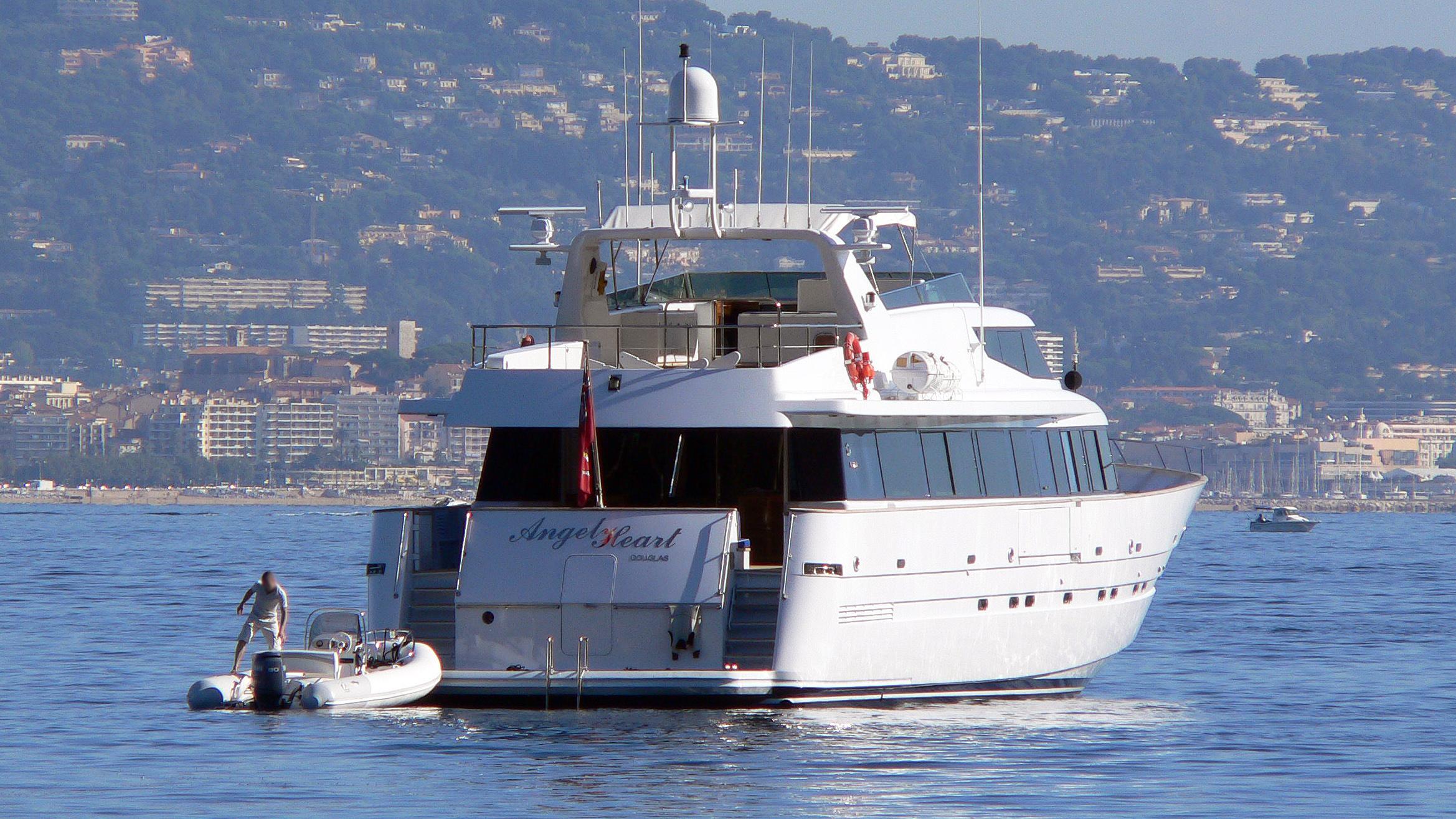 angel-heart-motor-yacht-mefasa-1993-34m-stern