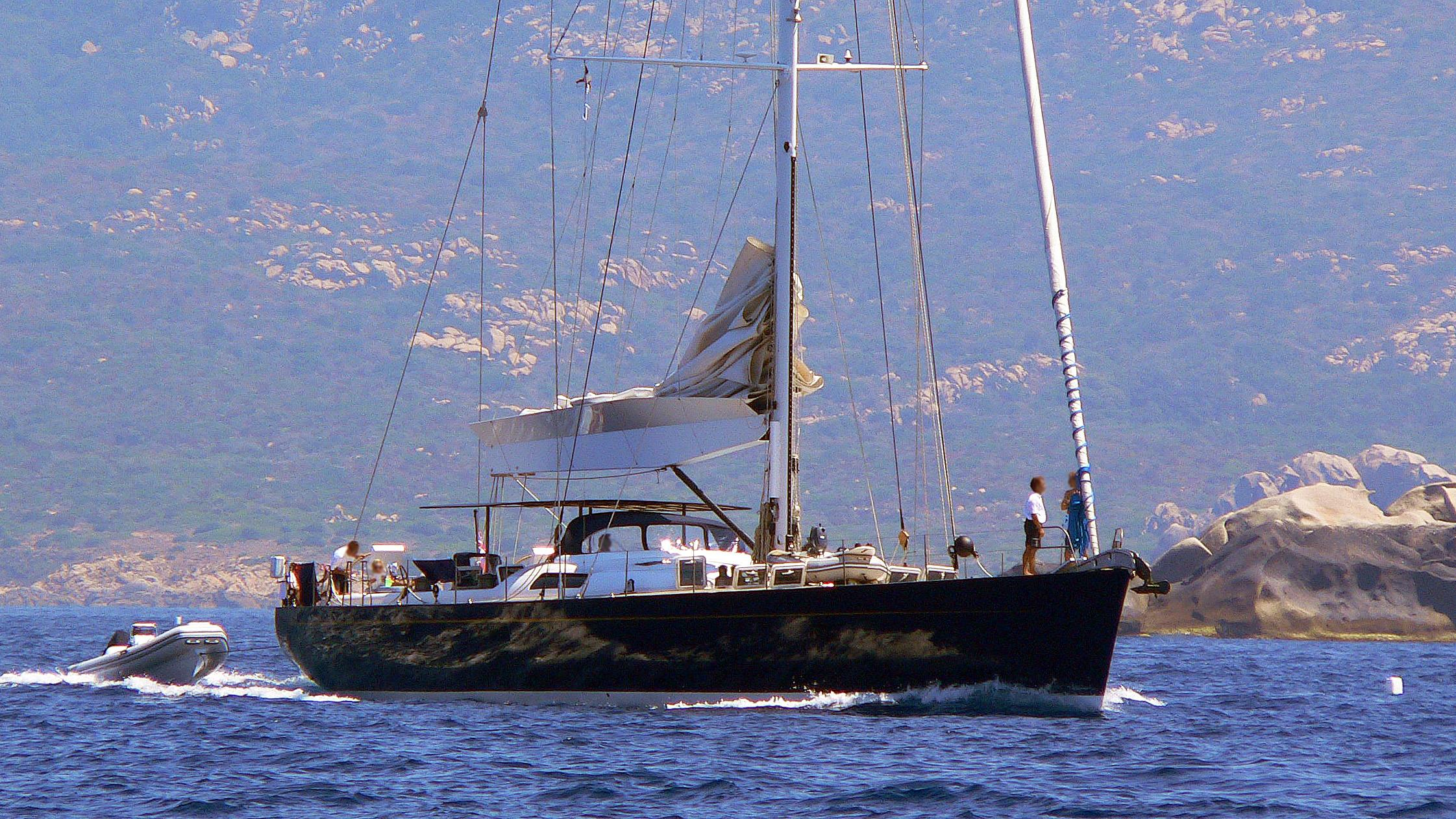 blue-diamond-sailing-yacht-h2o-2004-30m-cruising-bow