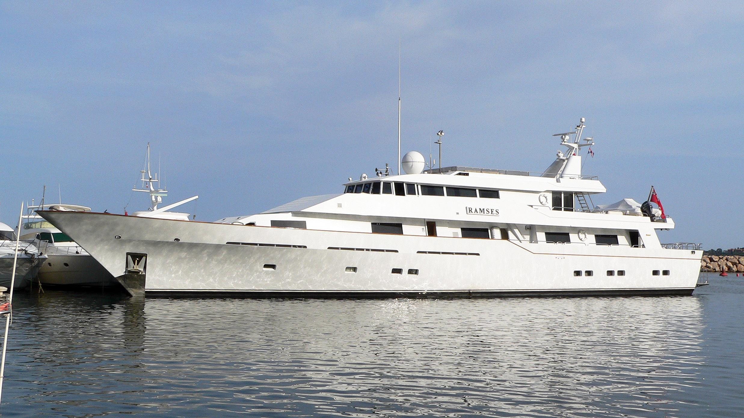 bucket-list-motor-yacht-feadship-1981-43m-profile