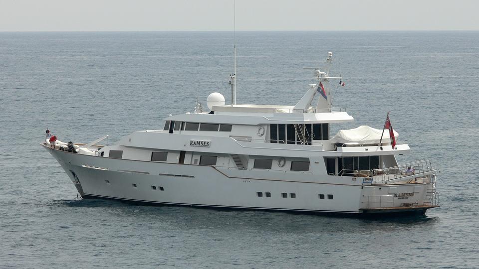 bucket-list-motor-yacht-feadship-1981-43m-profile-stern