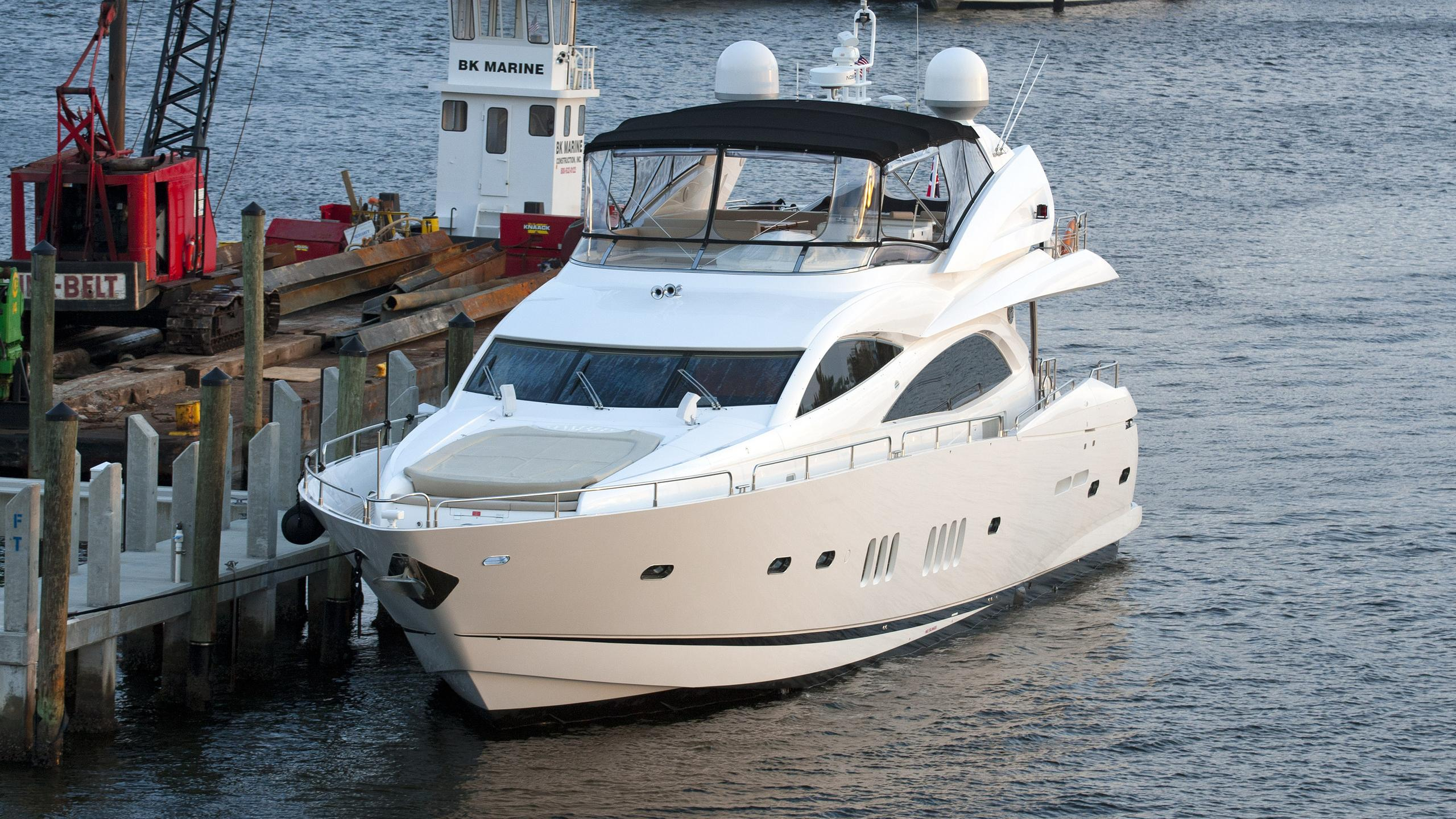 its-noon-somewhere-motor-yacht-sunseeker-2006-28m-bow