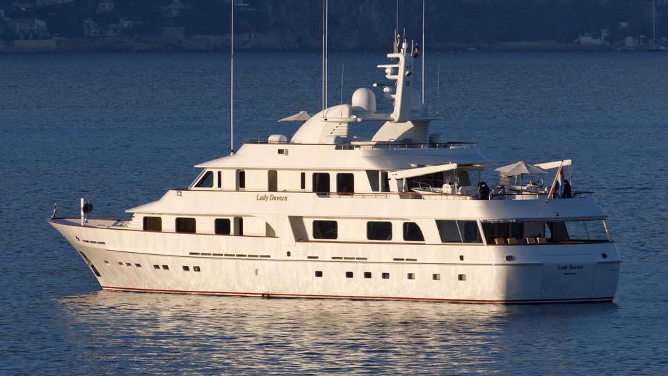 lady-duvera-motor-yacht-hakvoort-200-44m-profile-sunset