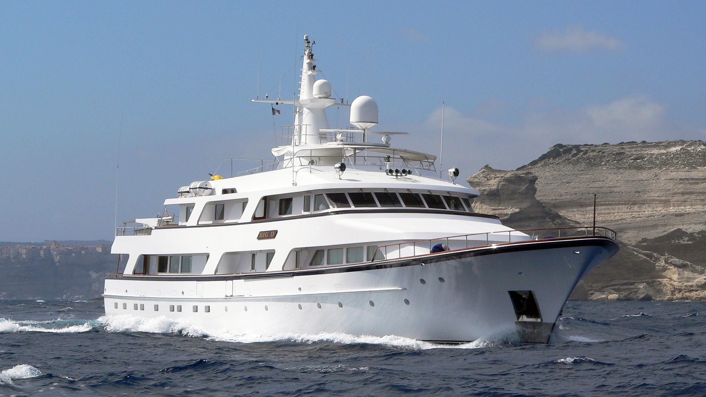 lady-rose-motor-yacht-hitachi-1986-45m-cruising-half-profile-before-refit
