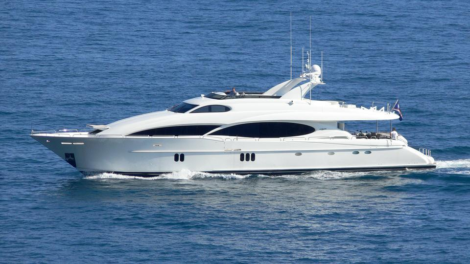 le-reve-motor-yacht-lazzara-110-sl-2006-33m-cruising