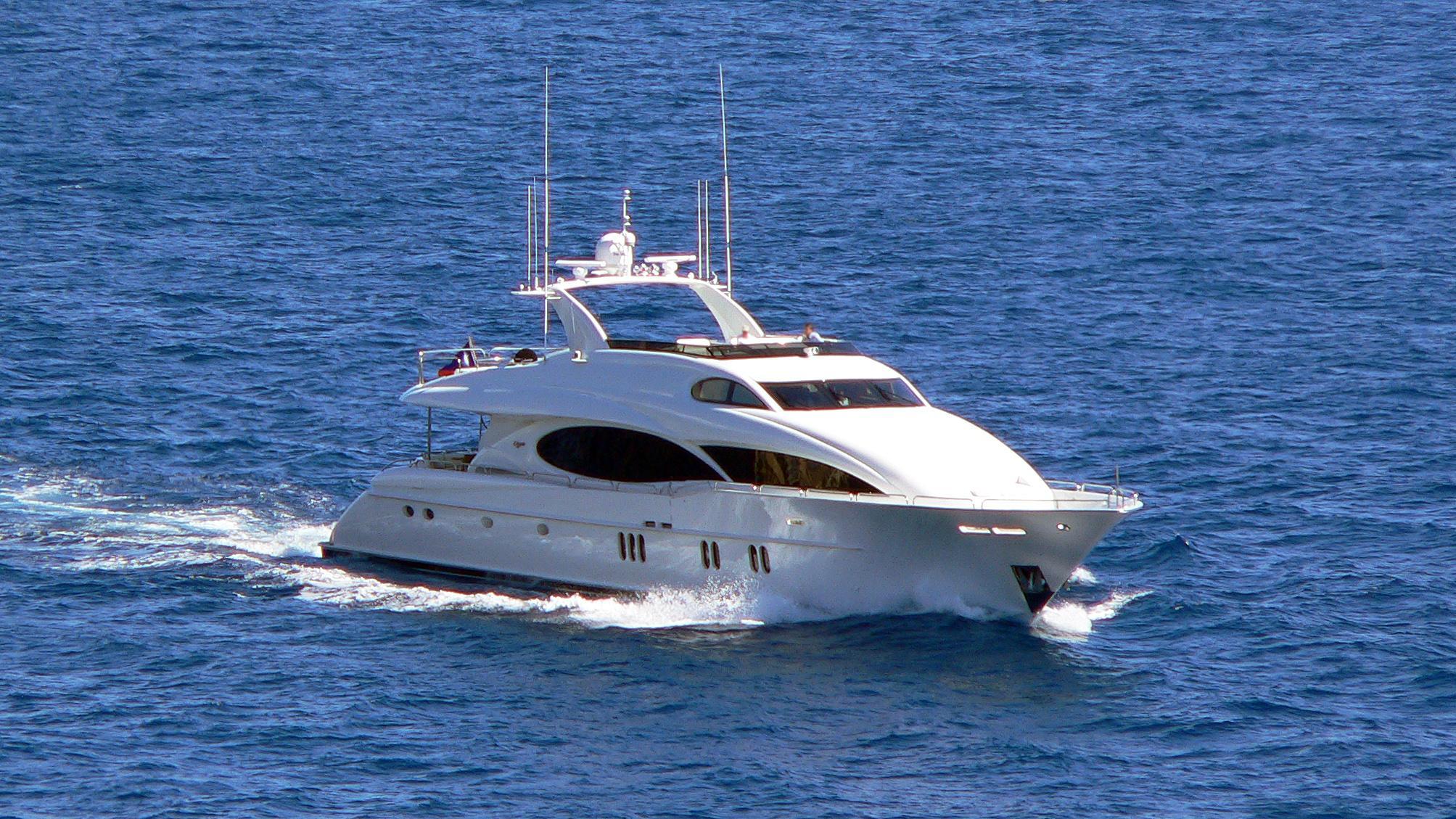le-reve-motor-yacht-lazzara-110-sl-2006-33m-cruising-half-profile