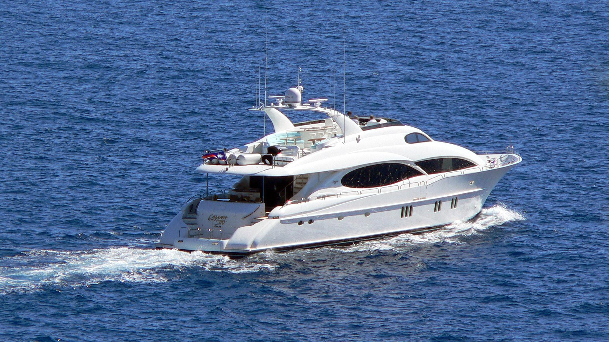 le-reve-motor-yacht-lazzara-110-sl-2006-33m-cruising-stern