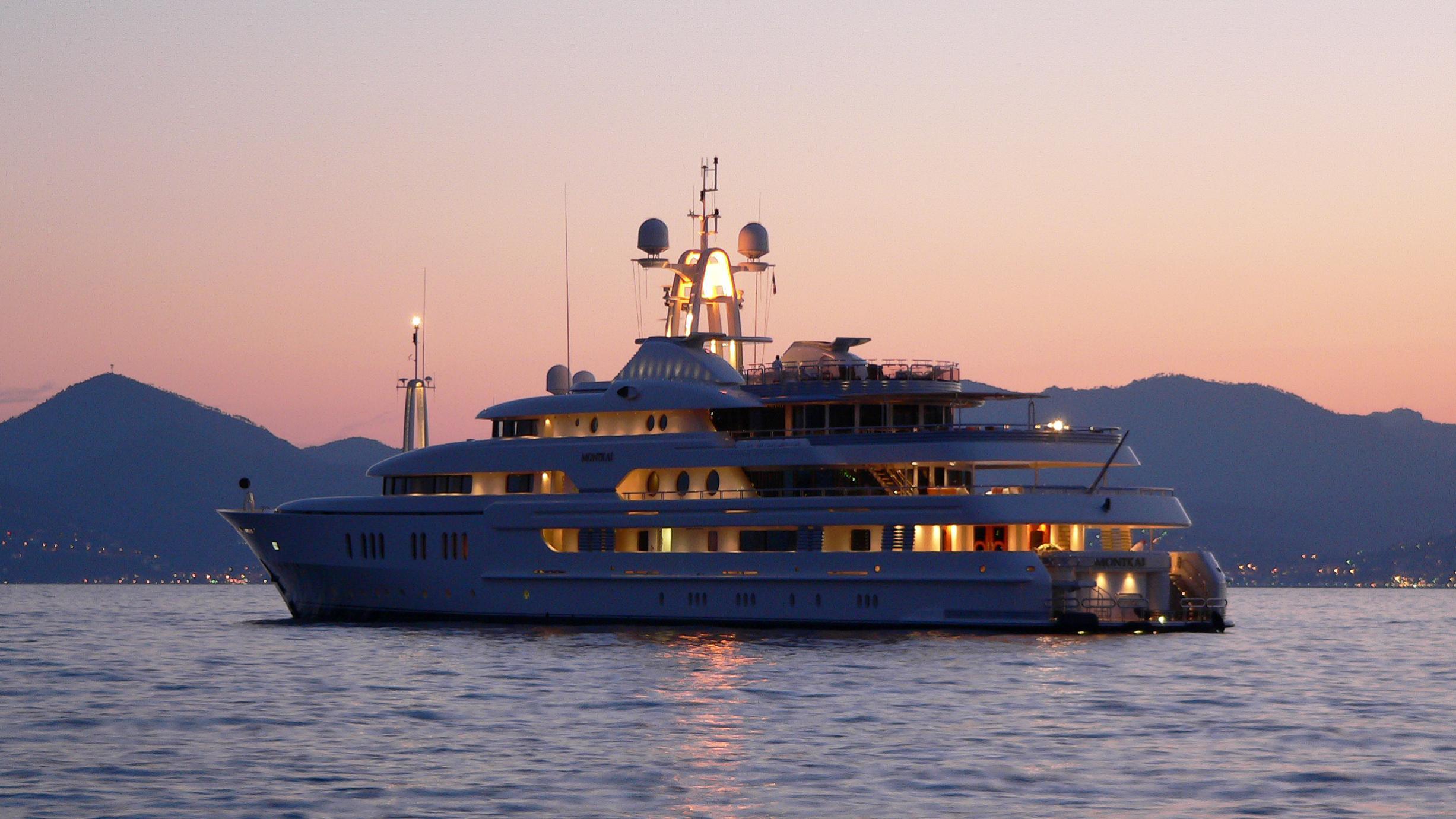 montkaj-motor-yacht-amels-1995-78m-stern-by-night