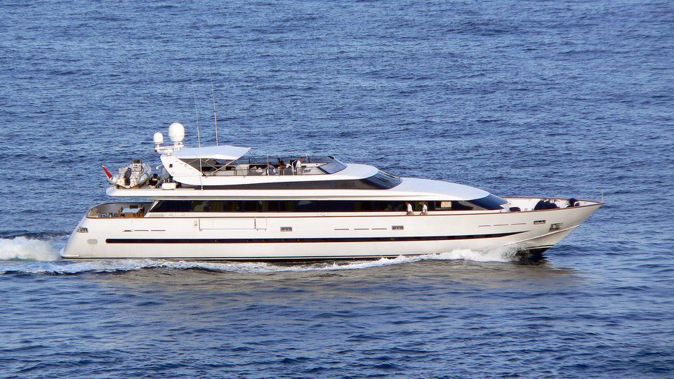 no-name-motor-yacht-baglietto-1993-33m-cruising