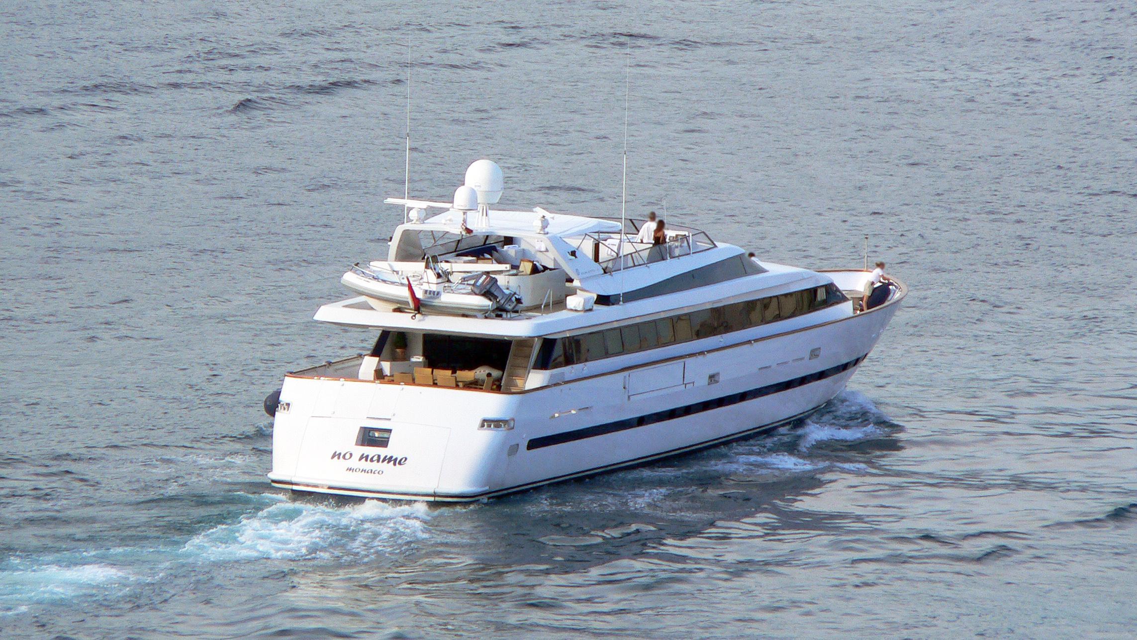 no-name-motor-yacht-baglietto-1993-33m-cruising-stern