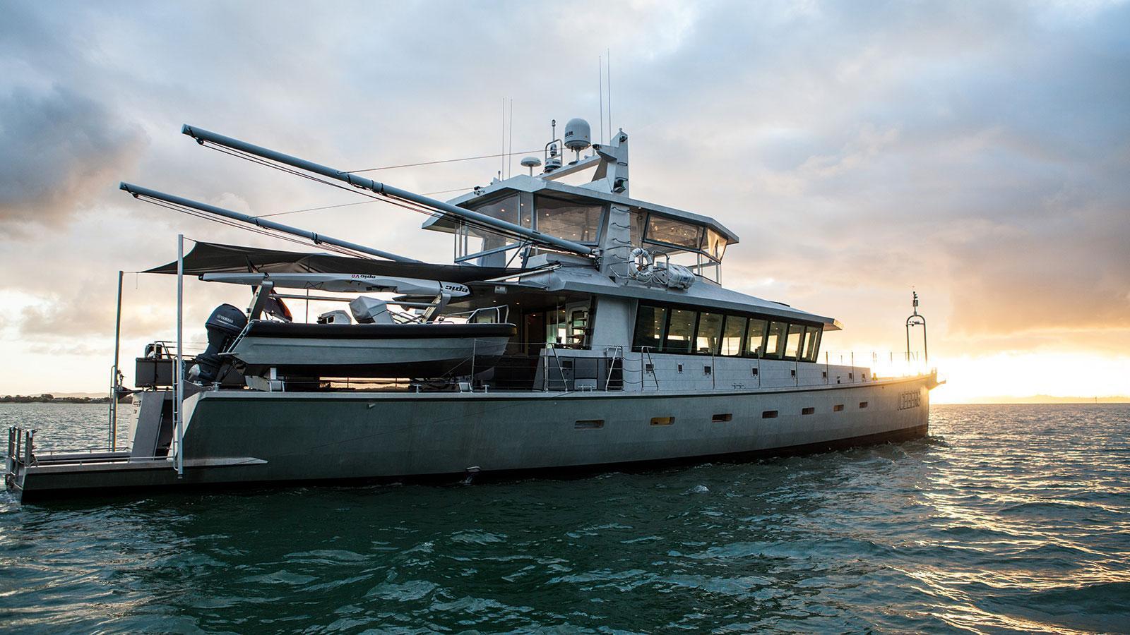 iceberg-motor-yacht-circa-marine-fpb-97-2015-34m-profile-stern