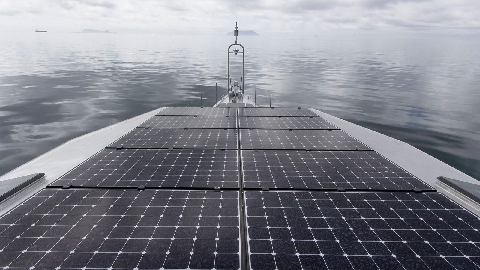 iceberg-motor-yacht-circa-marine-fpb-97-2015-34m-solar-panels