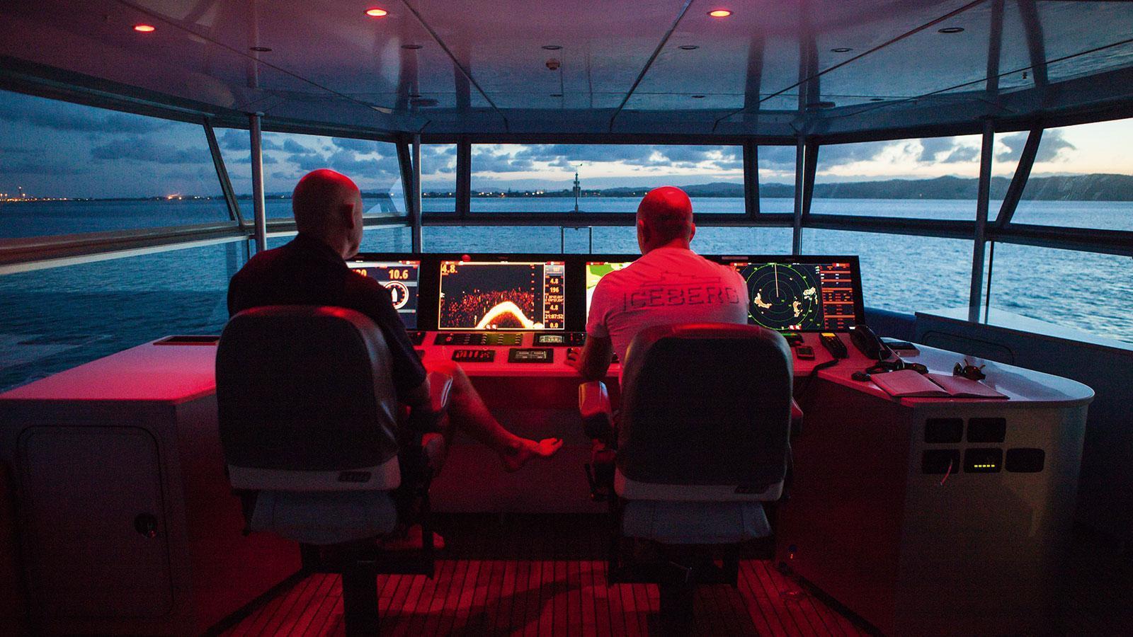 iceberg-motor-yacht-circa-marine-fpb-97-2015-34m-bridge