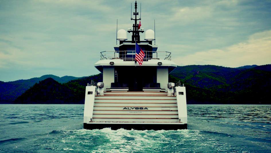 alyssa-motor-yacht-tansu-2014-39m-stern-detail