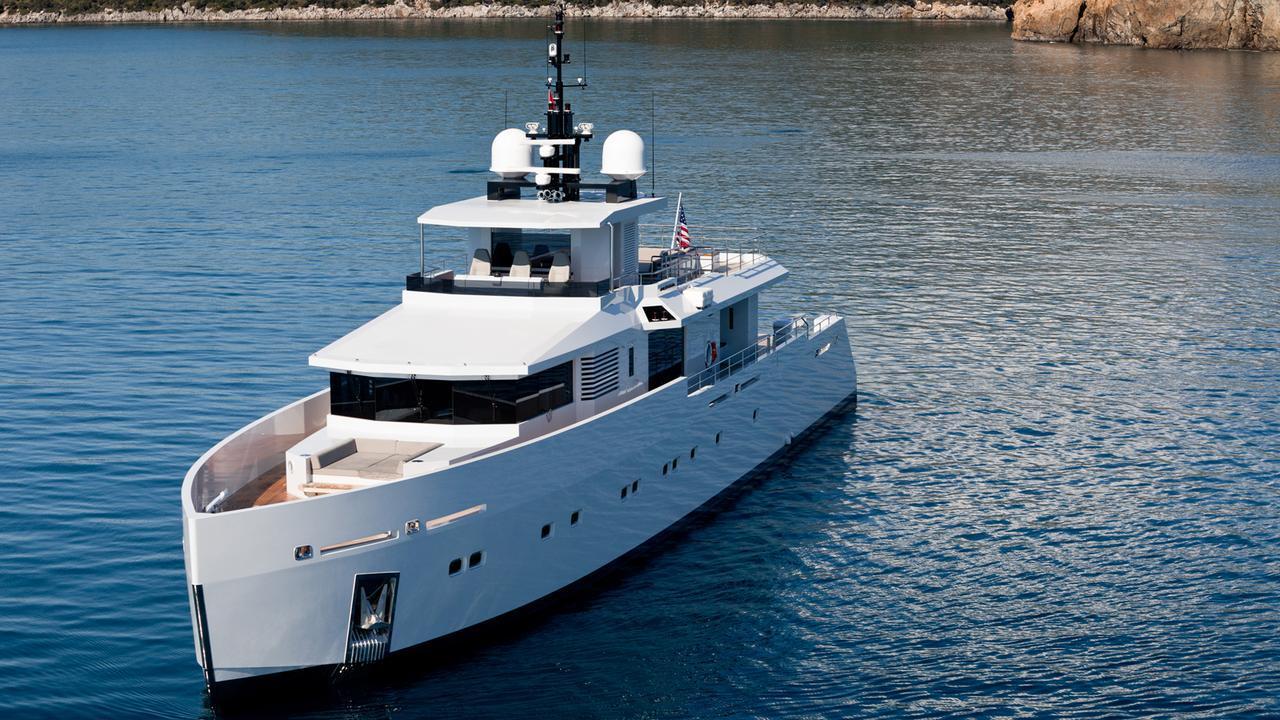 alyssa-motor-yacht-tansu-2014-39m-bow