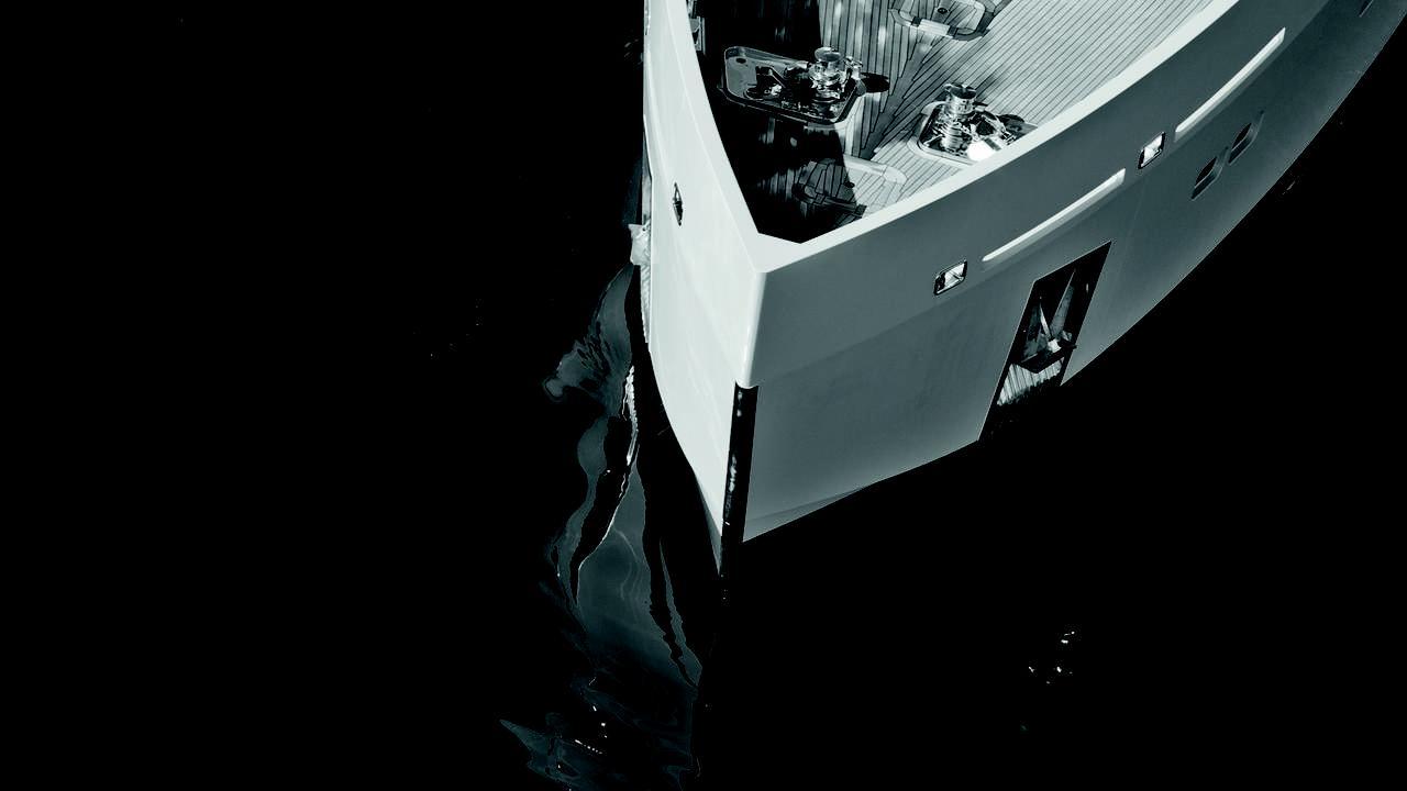alyssa-motor-yacht-tansu-2014-39m-bow-details