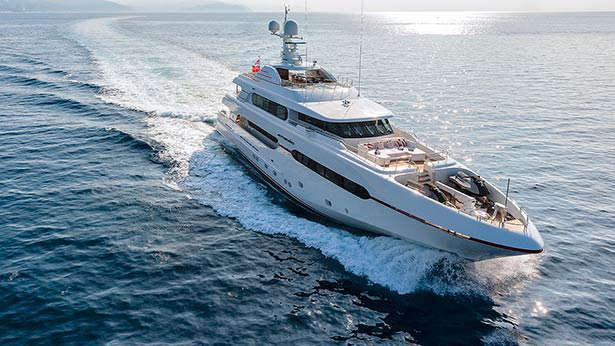 atomic-motor-yacht-sunrise-2014-45m-bow-cruising