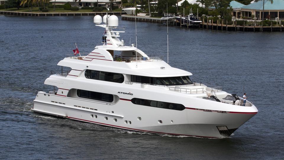 atomic-motor-yacht-sunrise-2014-45m-half-profile-cruising