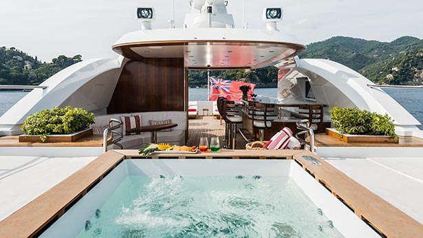 atomic-motor-yacht-sunrise-2014-45m-pool