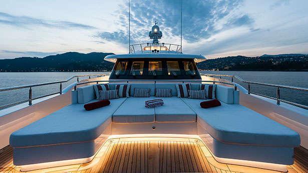 atomic-motor-yacht-sunrise-2014-45m-bow-seating