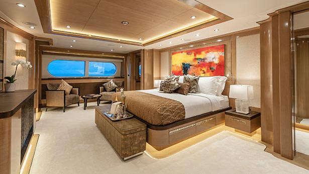 atomic-motor-yacht-sunrise-2014-45m-master-stateroom