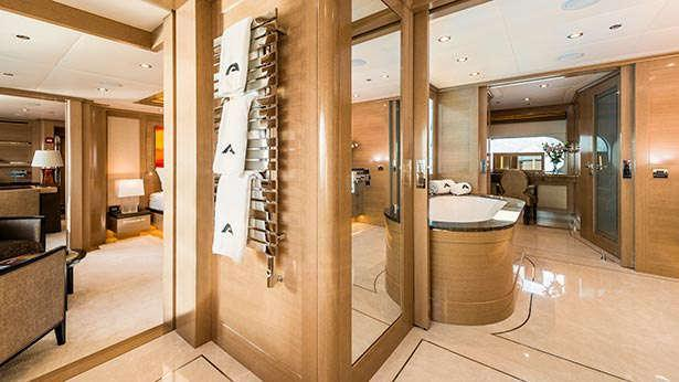 atomic-motor-yacht-sunrise-2014-45m-master-bathroom
