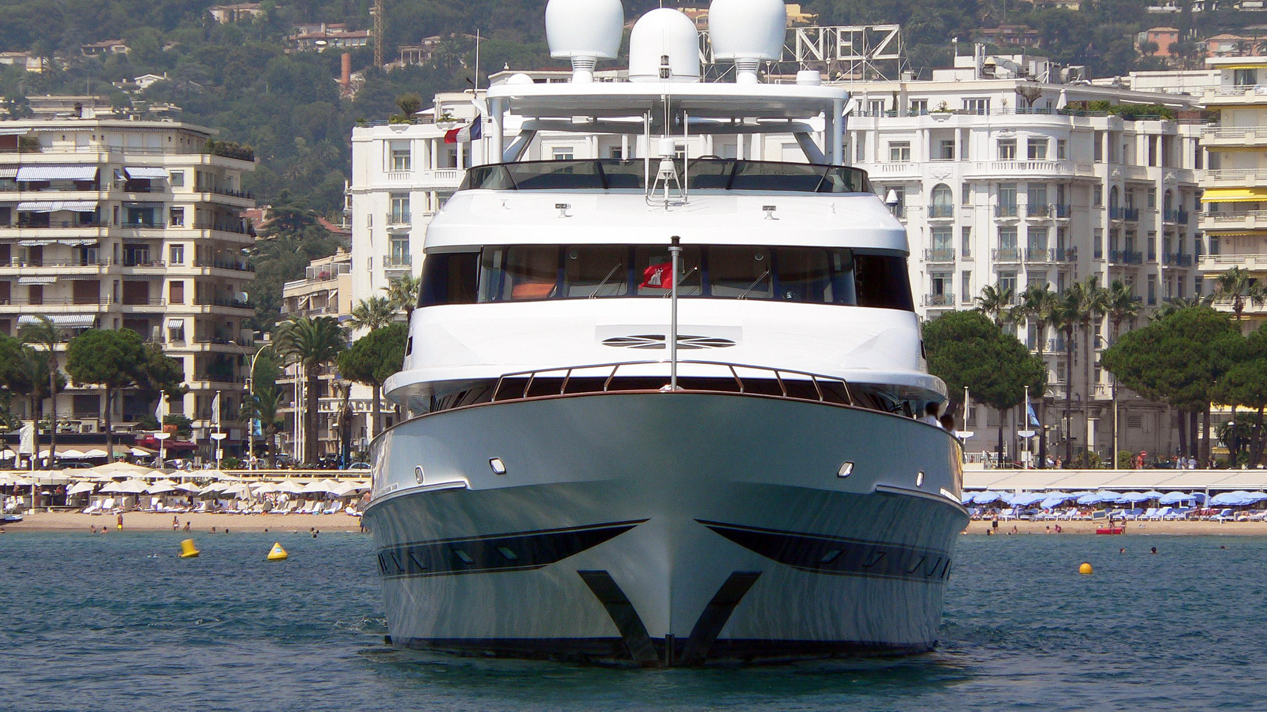 ontario-motor-yacht-lurssen-1992-46m-bow