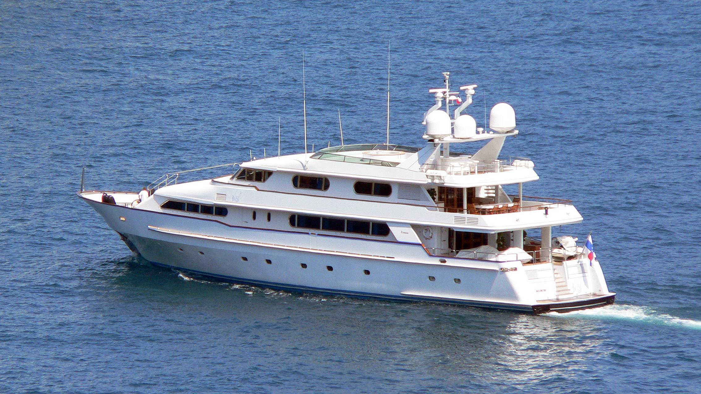 xana-ouranos-too-motor-yacht-codecasa-1994-40m-cruising-stern