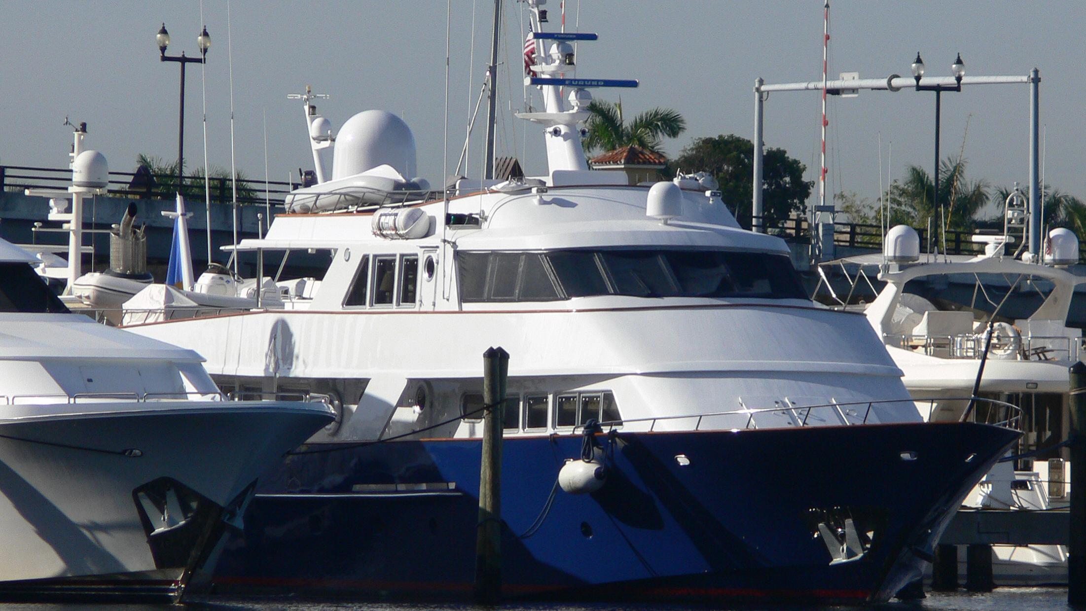 quivira-motor-yacht-benetti-1979-34m-bow-moored