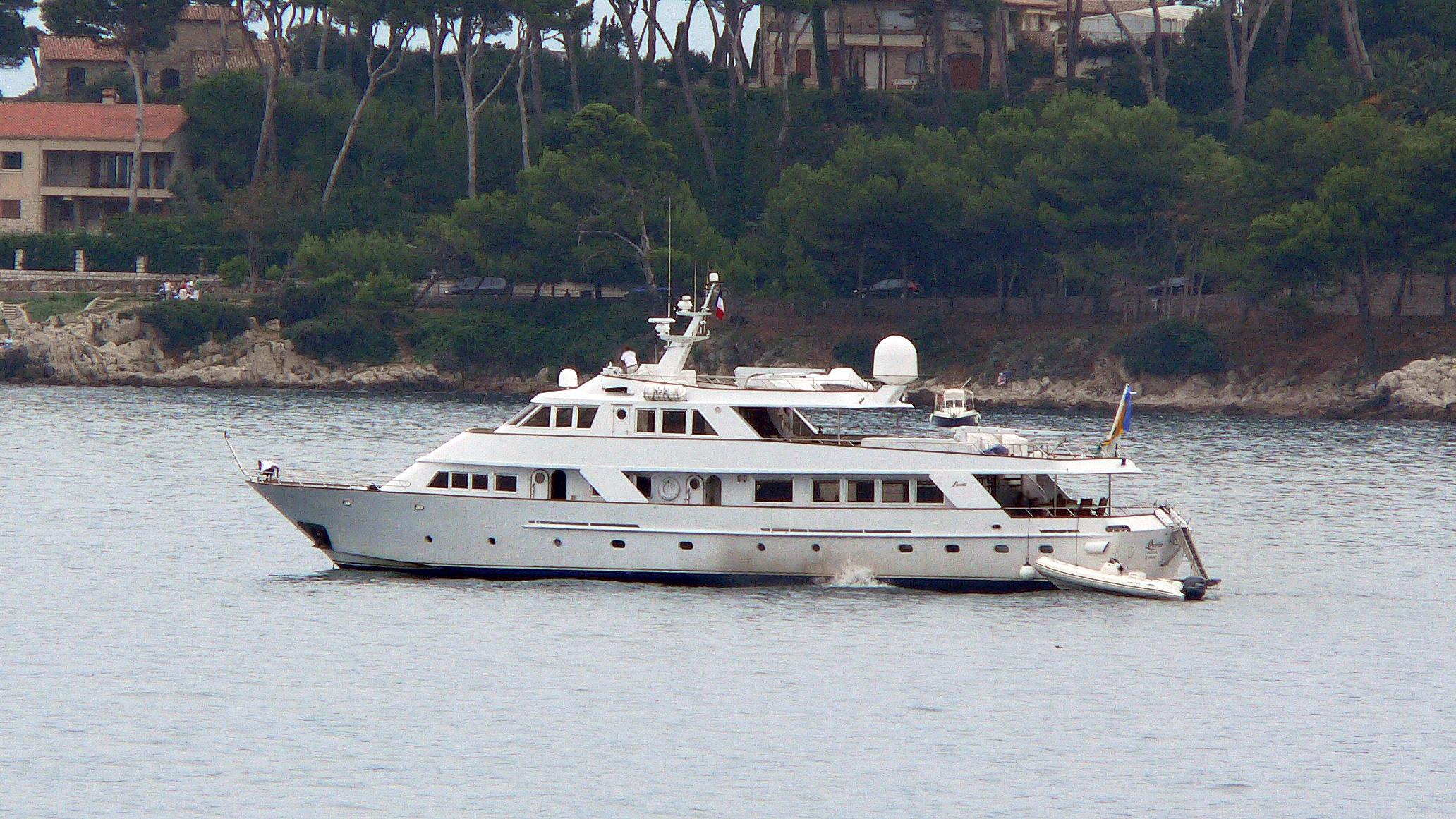 quivira-motor-yacht-benetti-1979-34m-profile-before-refit