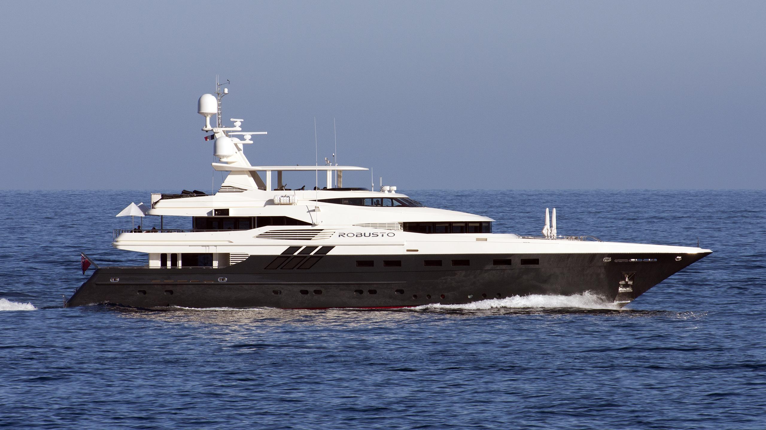 robusto-motor-yacht-lloyds-1992-43m-profile