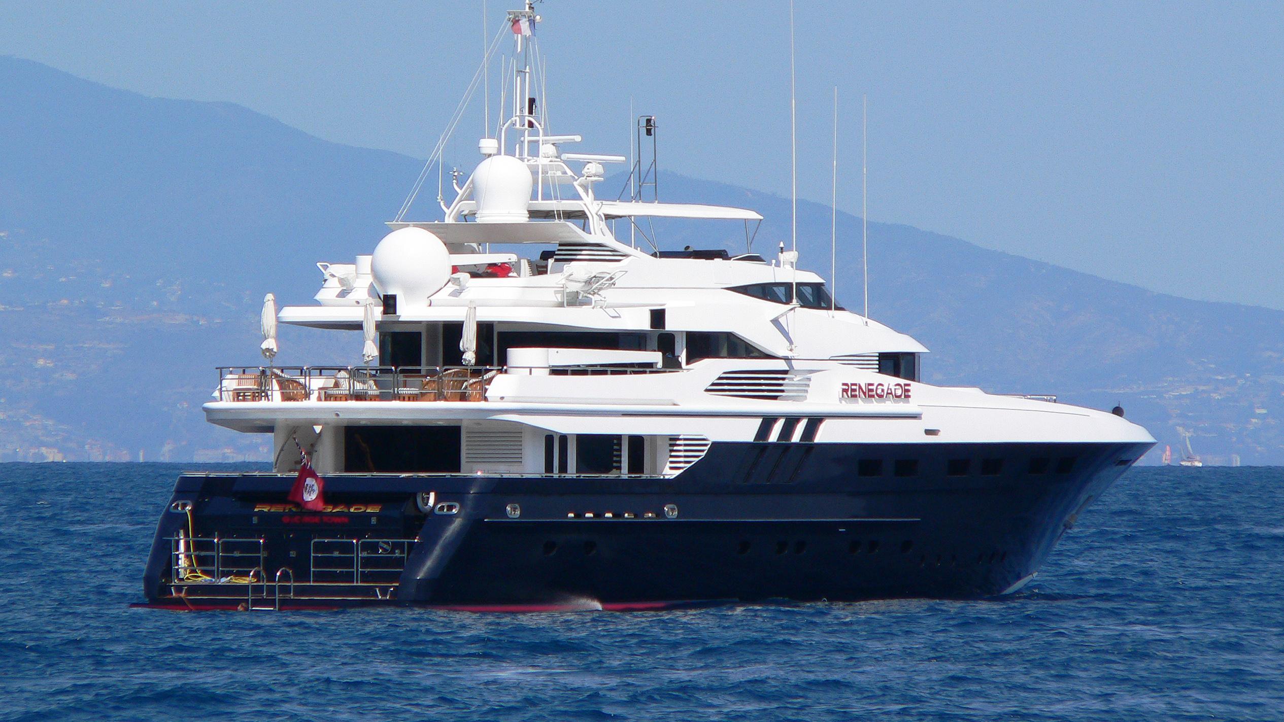 robusto-motor-yacht-lloyds-1992-43m-stern-before-refit
